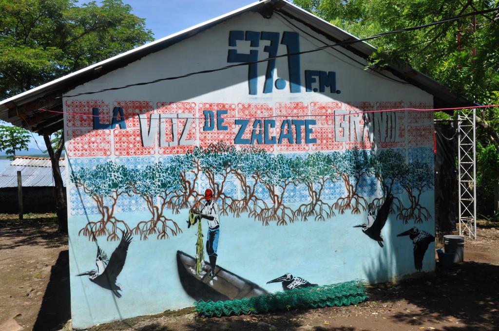 In diesem Gebäude befindet sich die Radiostation «La Voz de Zacate Grande»